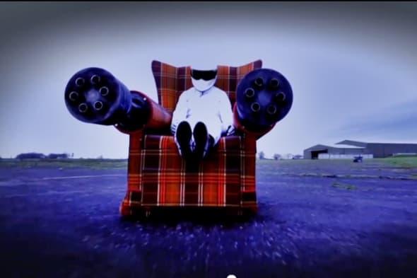 Top Gear Verarsche: Fahrbarer Lehnstuhl mit MGs