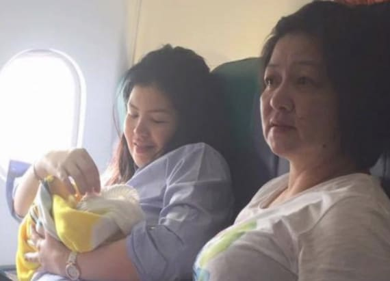Woman gives birth during flight