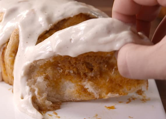You can't resist this pumpkin spice pull-apart bread