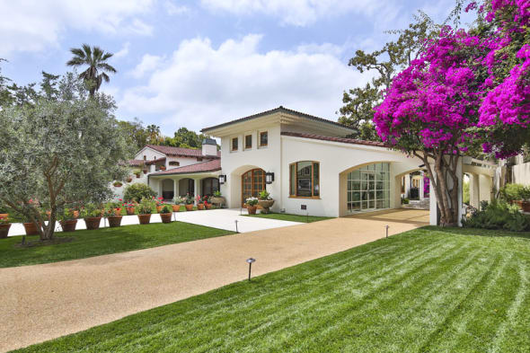 Bruce Willis still struggling to sell Hollywood mansion