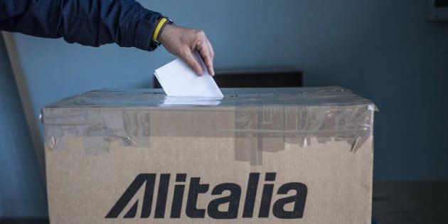 Alitalia: Referendum per salvare la compagnia di bandiera
