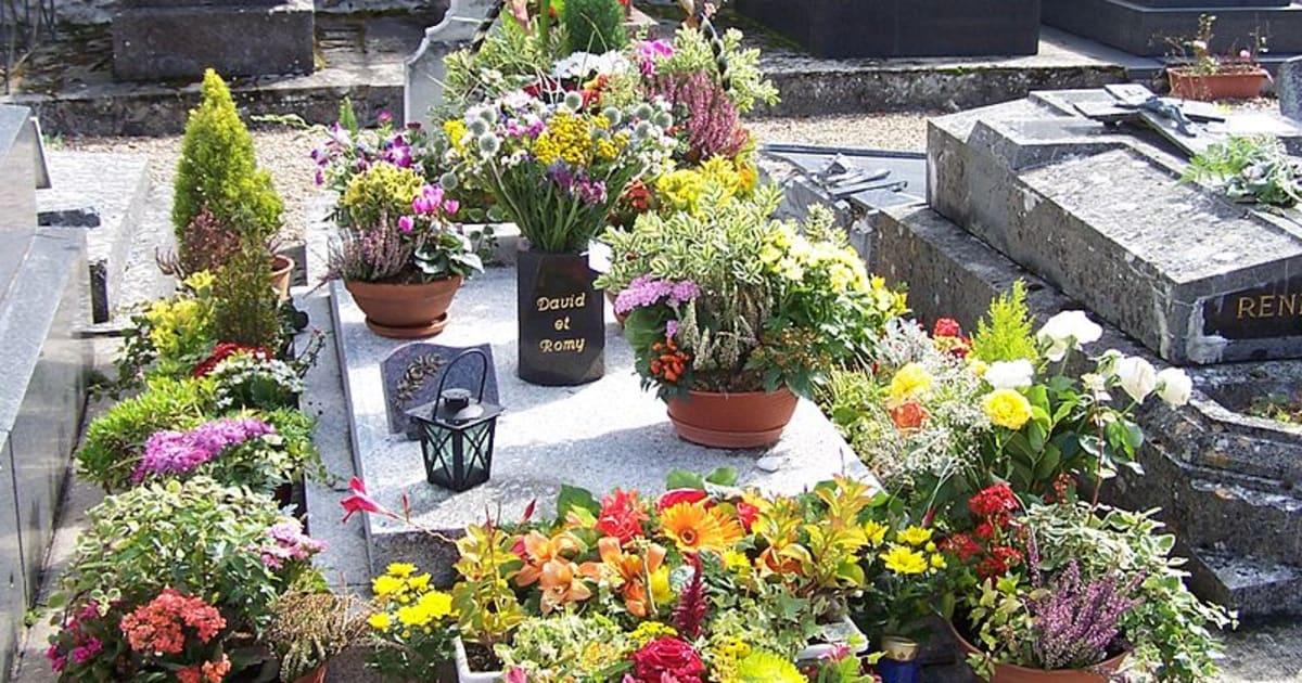 la tombe de romy schneider profan 233 e dans les yvelines
