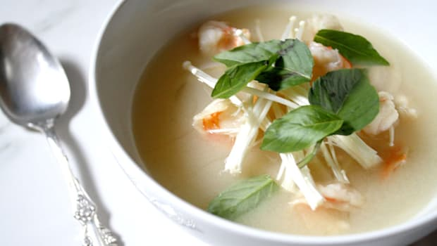 This refreshing shrimp and radish soup is fragrant and flavourful.