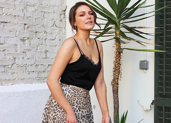Street style tip of the day: Leopard print midi skirt