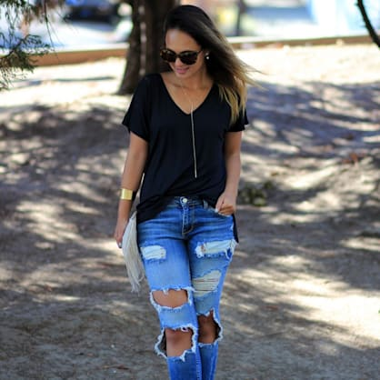 Street style tip of the day: Distressed ripped denim
