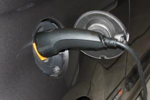 2013 Fiat 500e plug