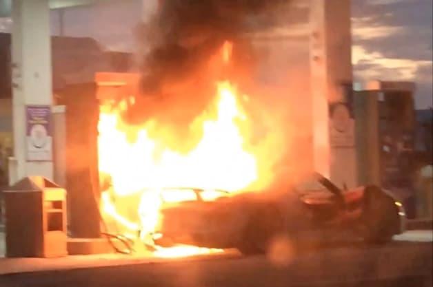 Porsche 918 Burns at Toronto Gas Station