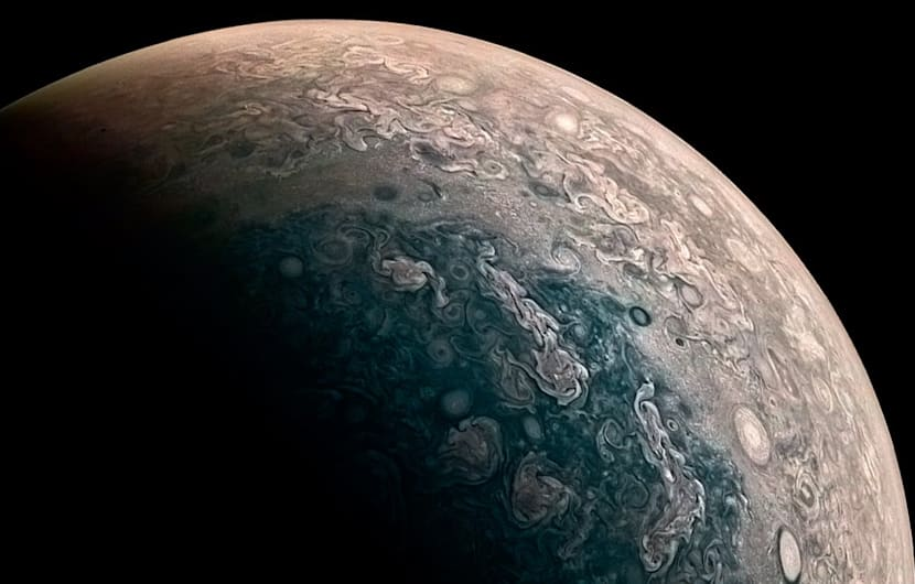 Weltraumsonde Juno fotografiert Jupiters Pole