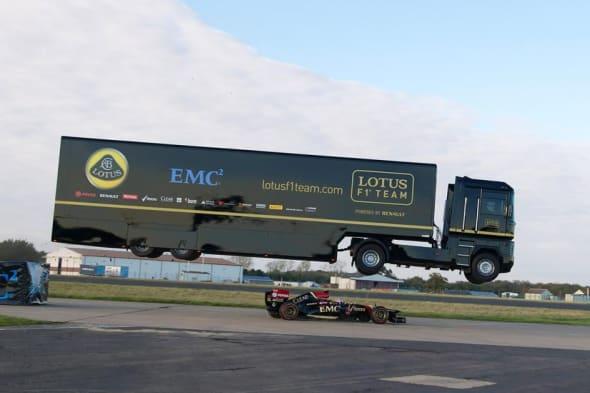 Abgehoben: Neuer Weltrekord im Truck-Jump (Video)