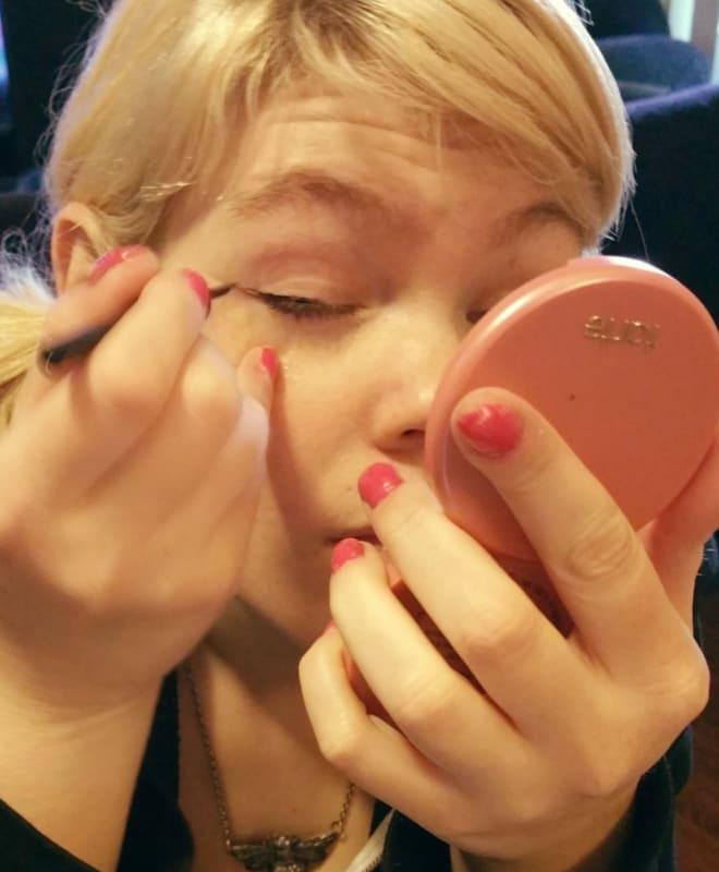 eyeliner scotch tape tutorial