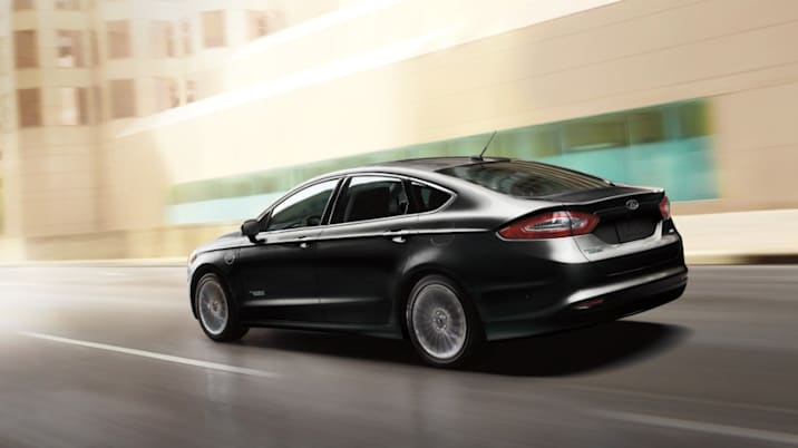 2016 ford fusion energi on the road