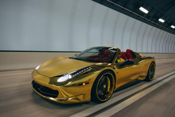 Glänzend gemacht: Goldener Ferrari 458 Spider