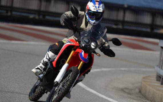 【試乗記】Honda CRF250RALLY 高速道路を使ってダートエリアへ! そんな使い方が自然と想像できる:青木タカオ