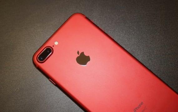 思わず「赤いっ!」と声が出たーーiPhone 7(PRODUCT)REDに触れて感じたこと