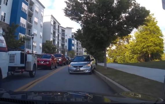 【車載ビデオ】渋滞を避けようと対向車線を逆走してきた悪質ドライバーに立ち向かう!