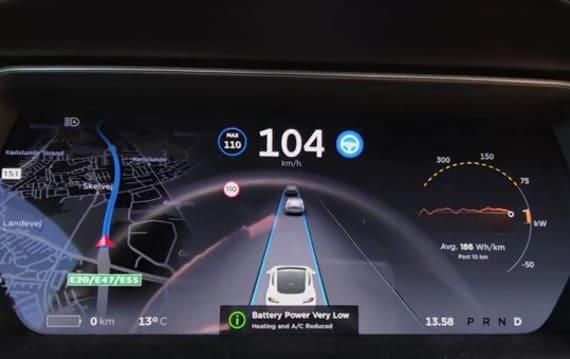 テスラ「モデルS」バッテリー残量表示が0に... あと何キロ走れる?
