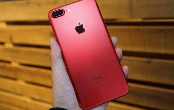 赤いiPhone 7 / Plusが本日発売、ドコモ・au・ソフトバンク