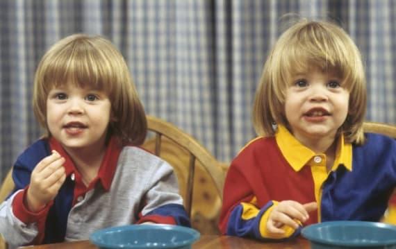海ドラ「フルハウス」、双子のニッキー&アレックスが超イケメンに成長していた!