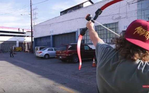 矢の先端にGoProカメラを付けて撃ったらどんな映像になる? YouTuberのチャレンジが爆発的な再生数を記録!