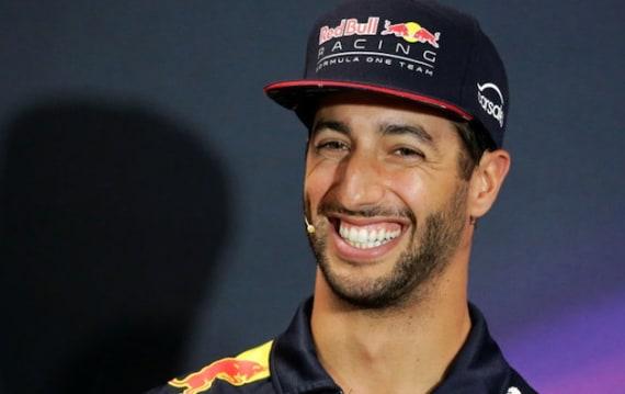 【動画】ダニエル・リカルド、レース後会見で体内ガスをバックファイア。ボッタスをコメント不能に陥れる:F1シンガポールGP