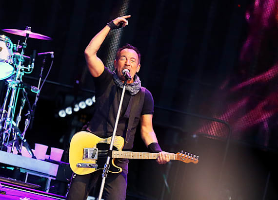 Watch Bruce celebrate Christmas at Metlife