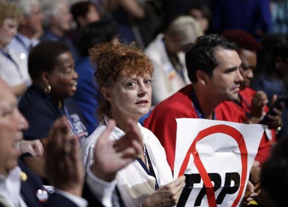 Stars rally for former Senator Nina Turner at DNC