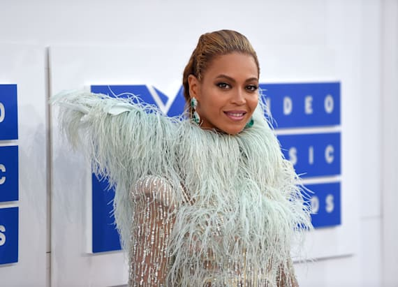 Beyoncé brings adorable date to VMAs