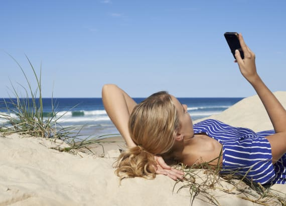Study shows how many people work on vacation