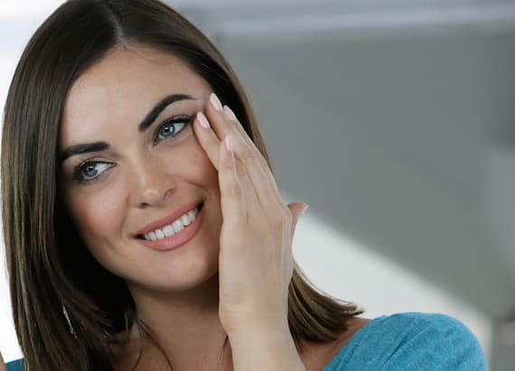 Get younger-looking eyes instantly