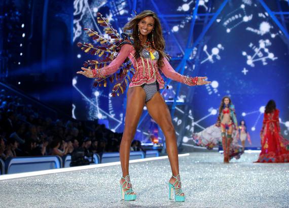 Watch LIVE: Victoria's Secret Fashion Show Pre-Show
