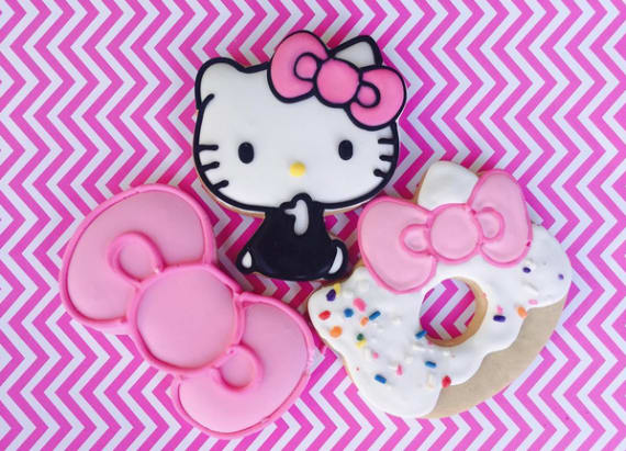 People wait 5 hours for Hello Kitty cafe's opening