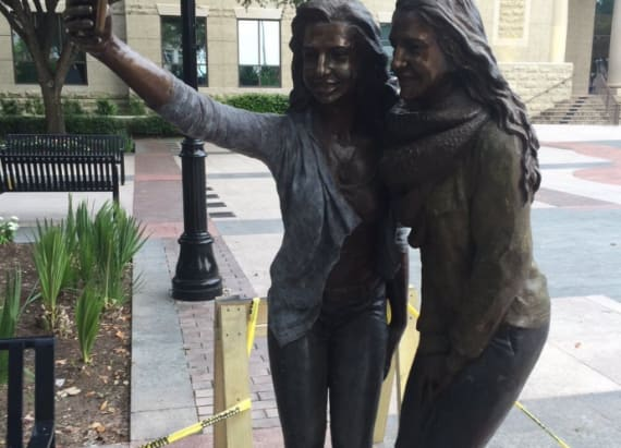 Selfie statue sparks uproar in Sugar Land, Texas