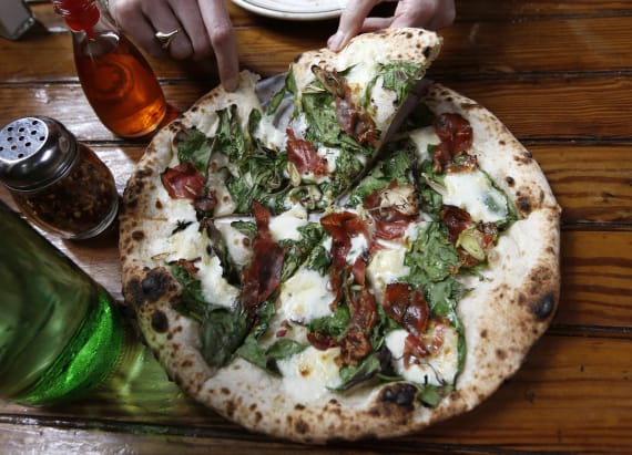 Restaurant's trick to reheating pizza goes viral