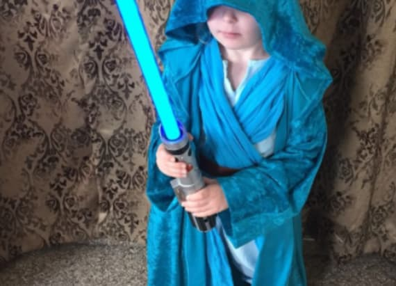 Dad combines kid's favorite movies to make costume