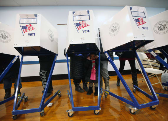 Clinton leads Trump in key swing states