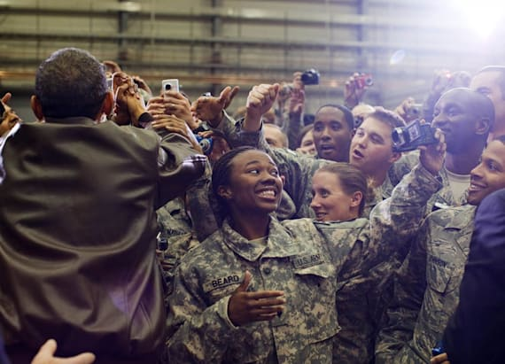 24 heartwarming photos of Obama with the military