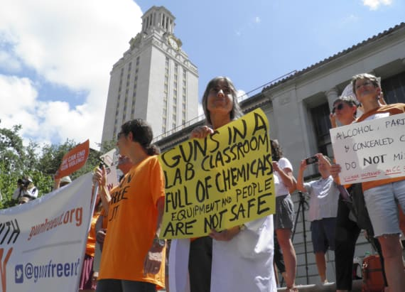 Students protest gun law at University of Texas