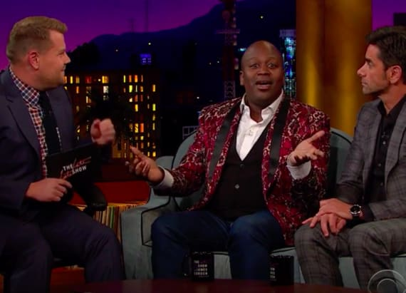 Tituss Burgess and John Stamos sing 'Kiss the Girl'