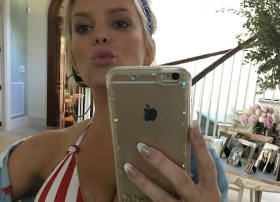 Jessica Simpson rocks patriotic bikini