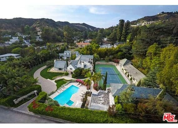 'Wizard of Oz' superstar's former estate on market