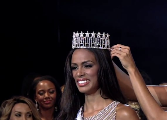 Florida beauty queen loses crown