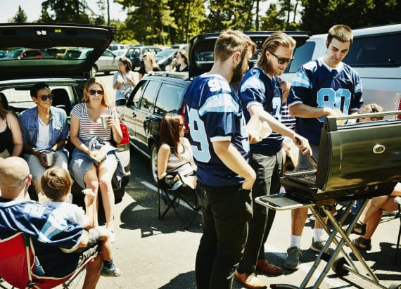 10 unique college football tailgating traditions