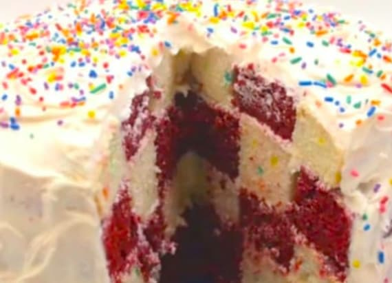 Surprise your guests with a checkerboard cake