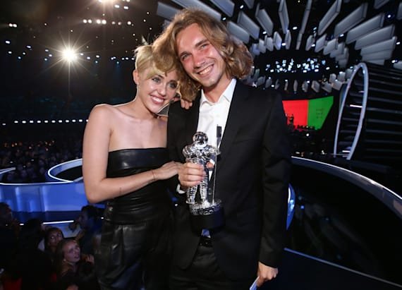 Cyrus' homeless VMAs date is selling her moonman