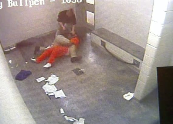 Okla. inmate strangled by jail staff