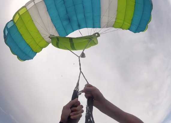 Man loses main parachute in mid-air in scary video
