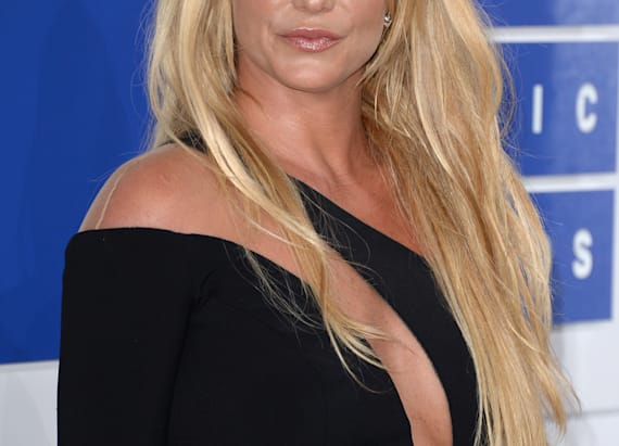 How to get Britney Spears' smoky VMAs look