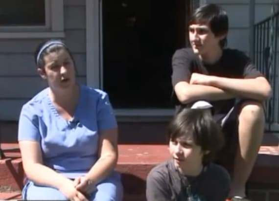 Single mom, sons fight off intruder using sword