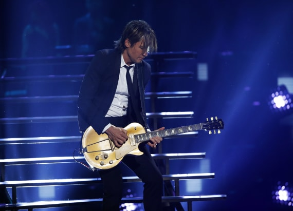 Unexpected duet partner joins Keith Urban on stage