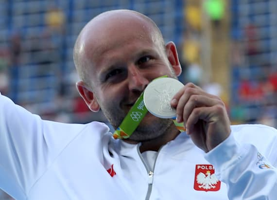 Olympic discus thrower auctions medal for sick boy